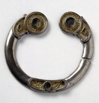 artefacts-main-brooch